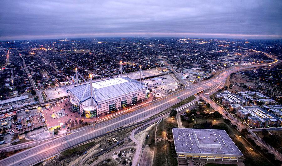 Over twenty million tourists visit San Antonio each year. Photo: http://bit.ly/1RRR1wl