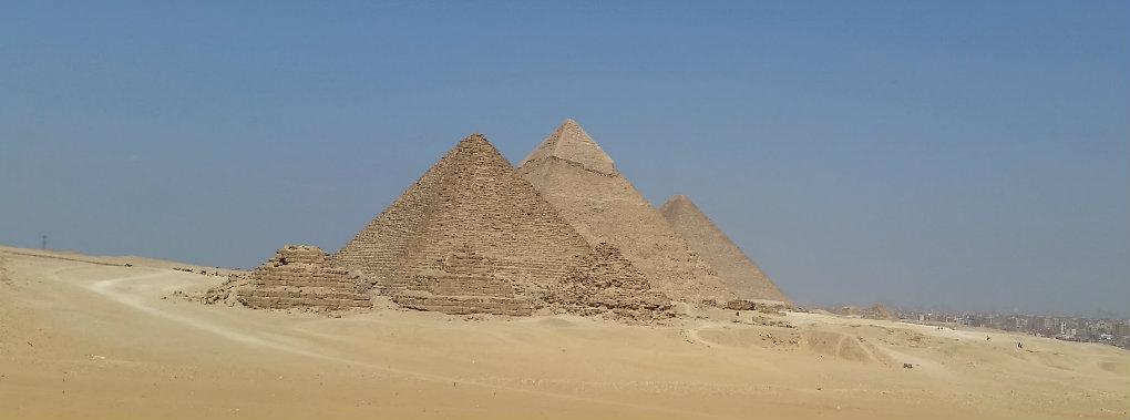 Pyramids_at_Giza1