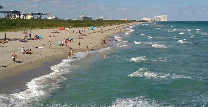 Beach near Hollywood, FL | http://bit.ly/2bRP8PC